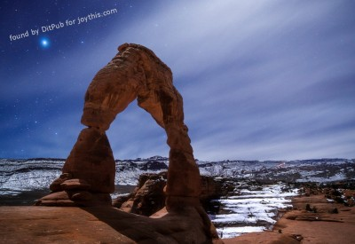 Cs15.dataditpubpublished20160226joythis.com_My_First_Time_in_Arches_National_Park__Hiked_in_the_Moonlight_to_the_Delicate_Arch_and_Took_This_i.imgur_.com_Tcogr4v_1024x768_stamped.jpg
